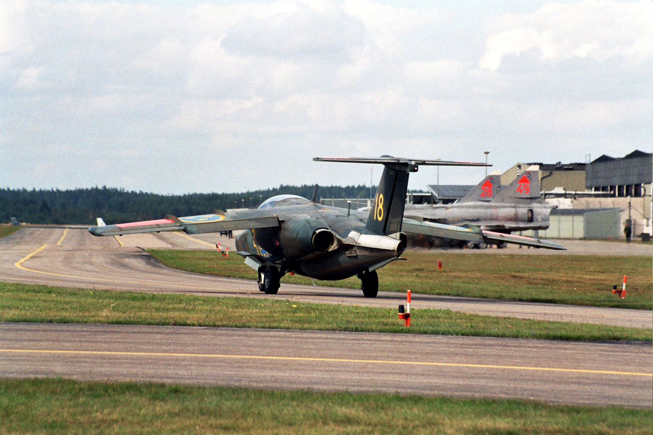 Maz 200 02 likewise wowtrim besides Team60 besides File Saab JAS 39B Gripen 42 with the Gripen NG demonstrator  8352847467 additionally Saab 900 9 3 94 00 Tryckror. on 2004 saab i