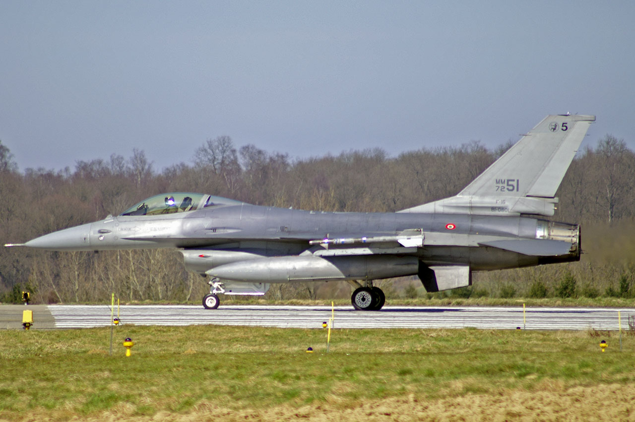 Accidentes/incidentes aéreos(Resto del mundo) ItAF-F16ADF-MM7251_2