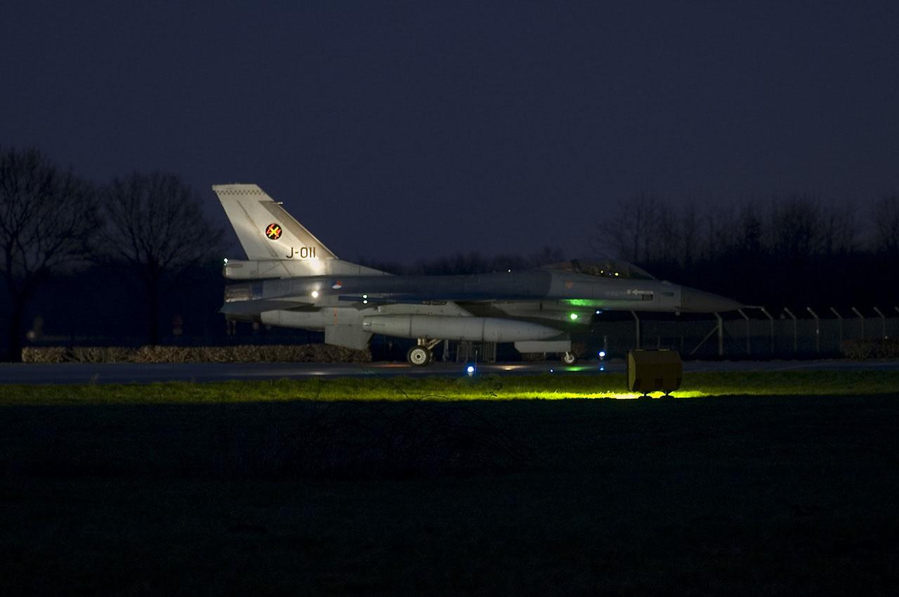 F16AM-J011-a.jpg