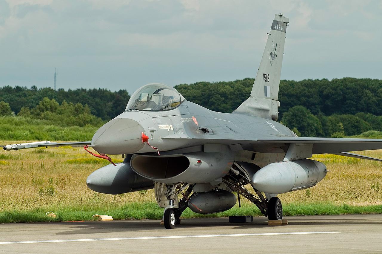 F-16 Fighting Falcon - Page 2 PorAF-F16A-15112-a031