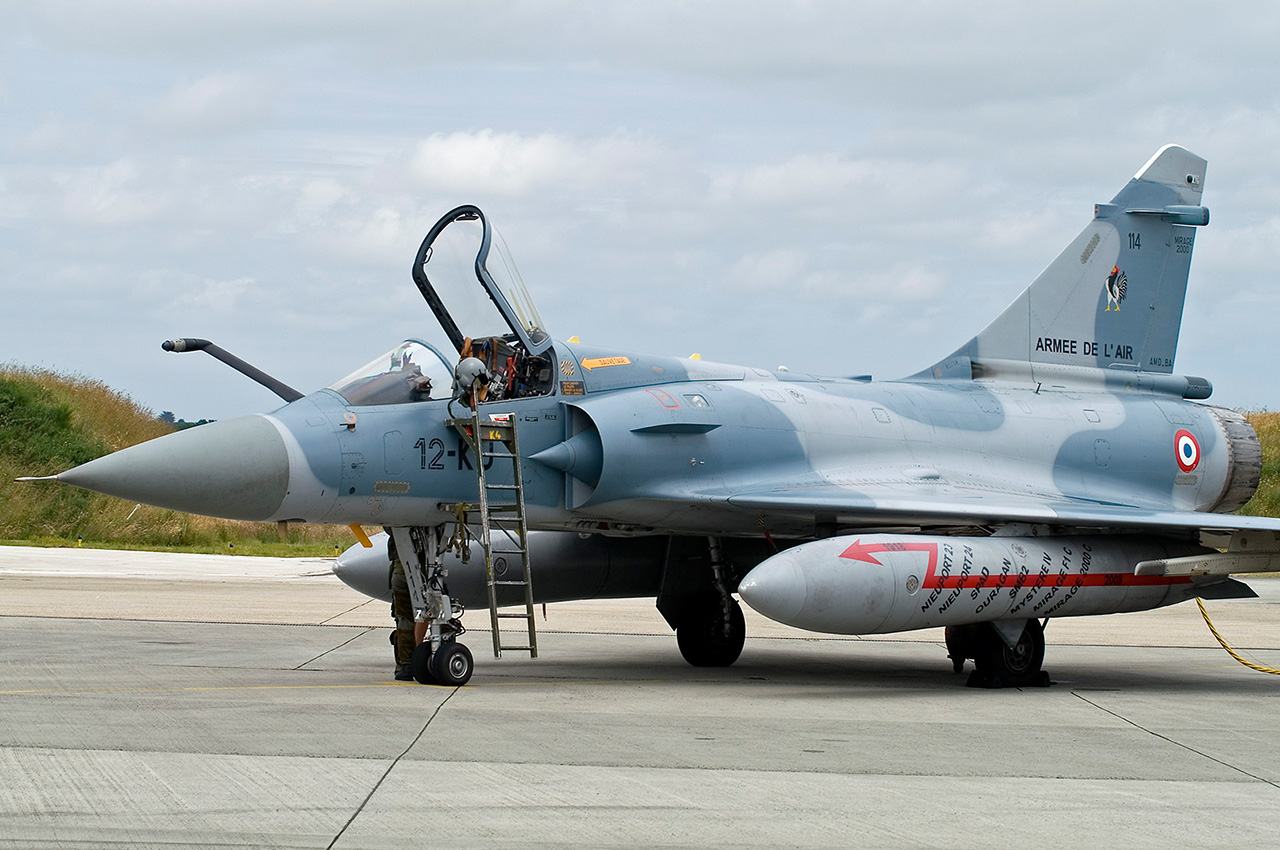 aeronaves - Irán: Caen las sanciones y los persas salen a comprar 550 aeronaves.  Mirage2000C-12KU-114-b163